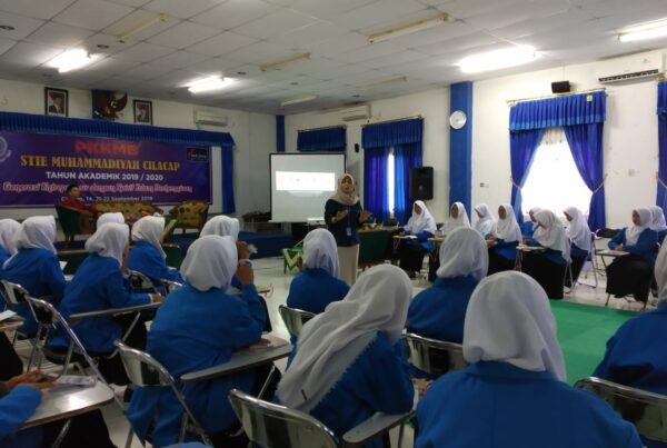 BNN Kabupaten Cilacap Sosialisasikan Bahaya Penyalahgunaan Narkoba pada Mahasiswa Baru STIE Muhammadiyah Cilacap