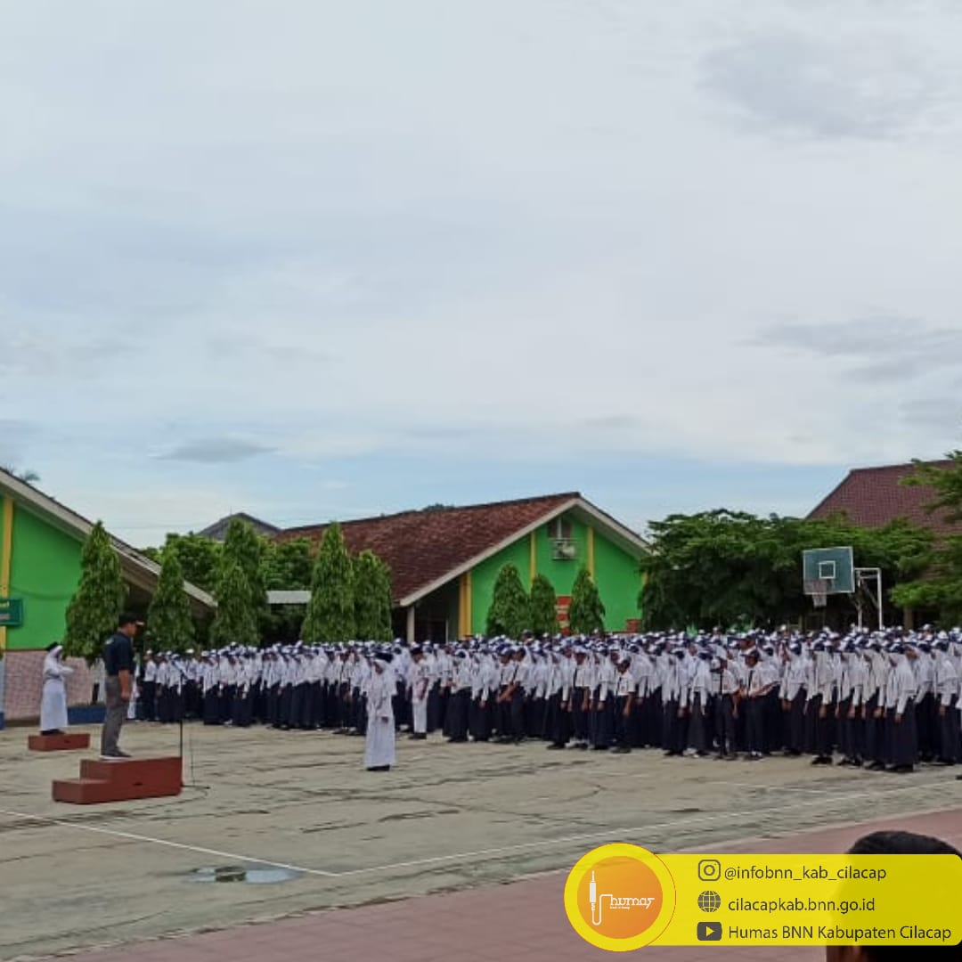 Kepala BNNK Cilacap Goes To School