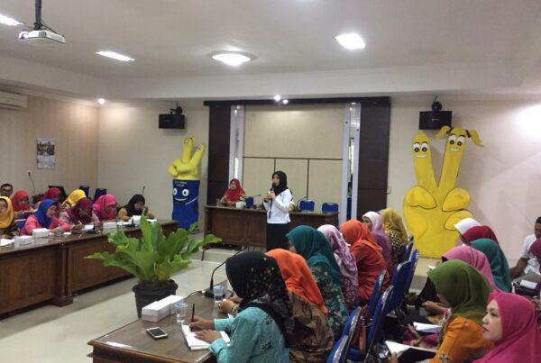 BNN Kabupaten Cilacap Menginformasikan Bahaya Penyalahgunaan Narkoba Pada Penggiat Bina Keluarga Remaja (BKR)